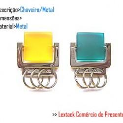 CHAVEIRO EM METAL. TAM: 7x7x1CM